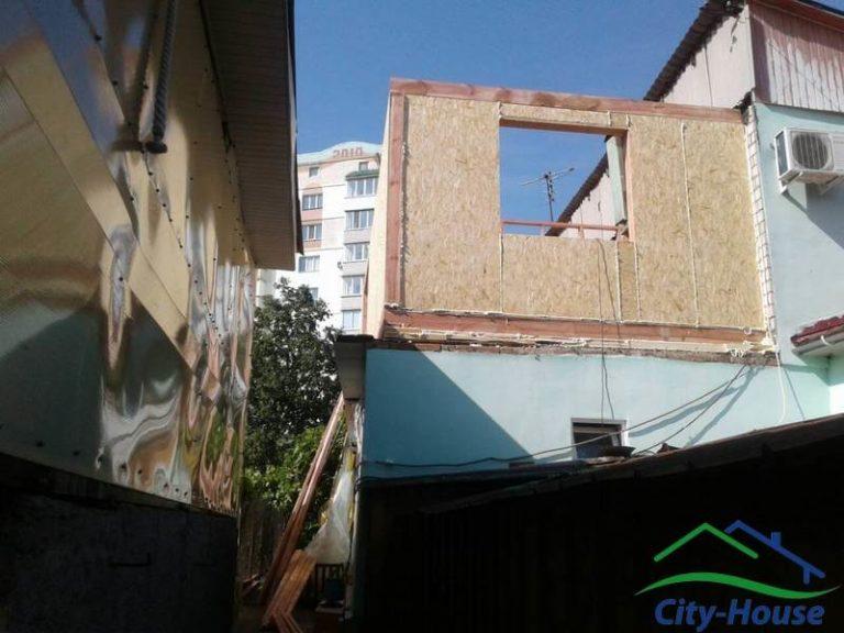 Смонтировали перекрытие над существующим первым этажом, возводим стены надстройки