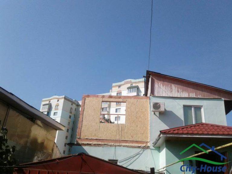 Домокомплект высокой степени готовности собирается очень быстро. Осталось собрать крышу и фронтоны