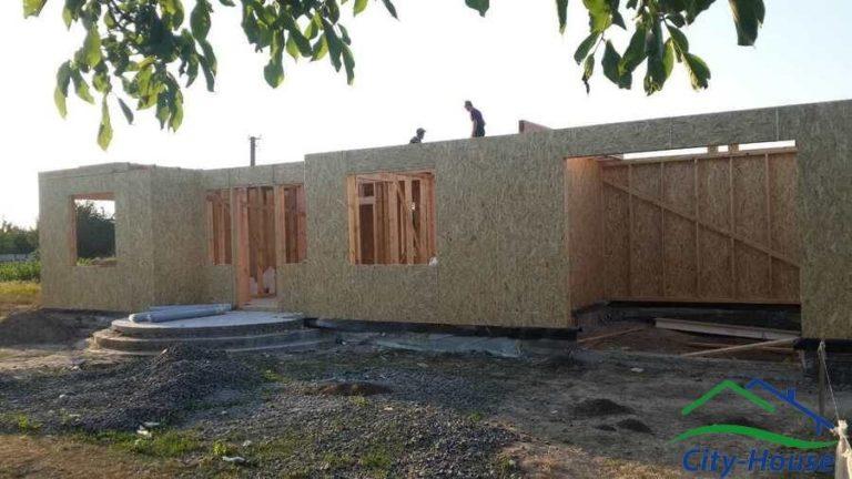 Гараж выполнен по каркасной технологии, для доступной цены на дом комбинируем технологии