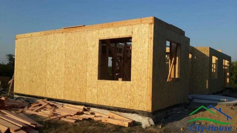 Внутренние стены выполнены по каркасной технологии, в соответствии с Оптимальным домокомплектом