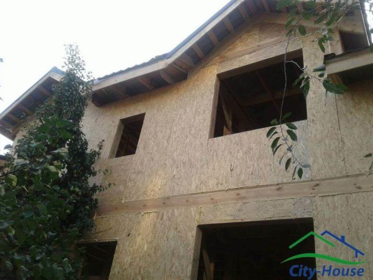 Окна и двери можно заказывать заранее, размеры проемов соответствуют проекту для сборки домокомплекта