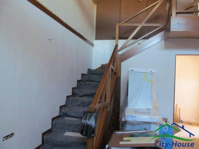 Отделанная лестница из СИП панелей
