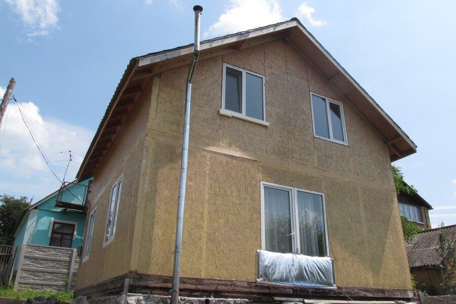 Недорогой дом из сэндвич панелей на сваях в Виннице