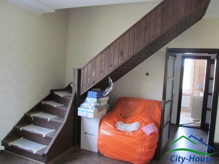 Лестница из СИП панелей в каркасном доме