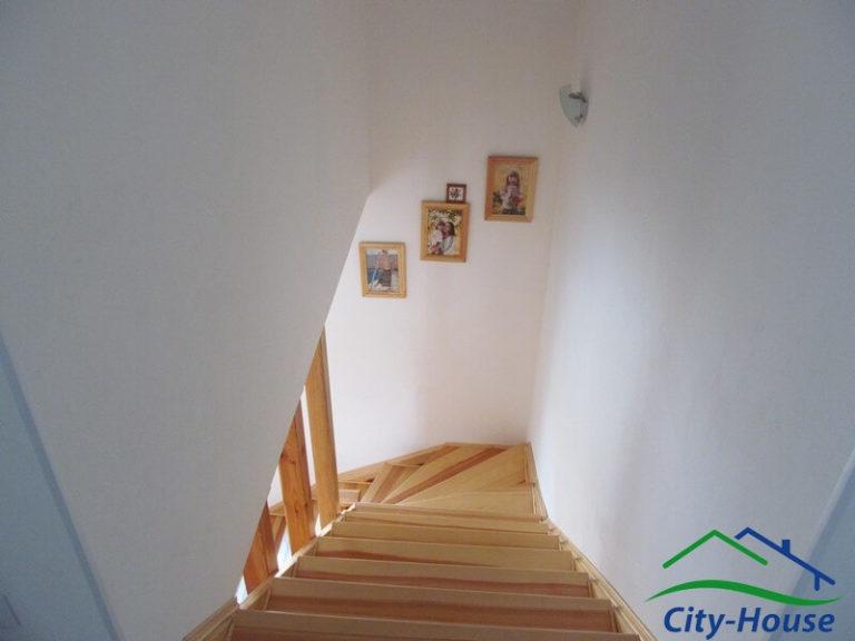 Готовая лестница из СИП панелей в каркасном доме