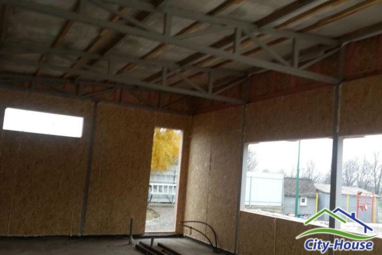 Стены из СИП панелей получаются идеально ровными, за счет точного монтажа и заводского изготовления