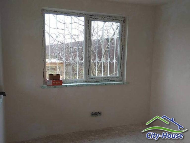 Внутри стены отделаны гипсокартонном, зашпаклеваны