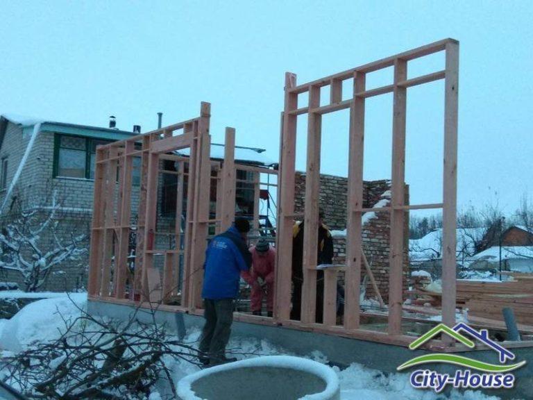 Стены возводится по принципу платформа и собираются на горизонтальной плоскости