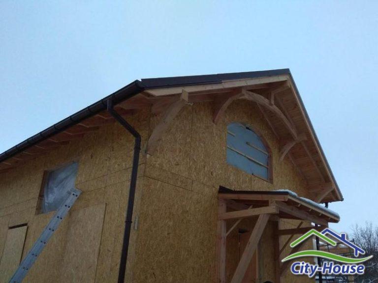 Смонтировали декоративные элементы украшающие дом