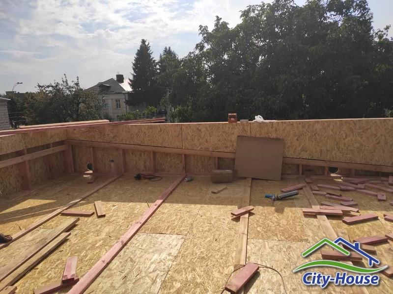 Монтируем чердачное перекрытие и крышу