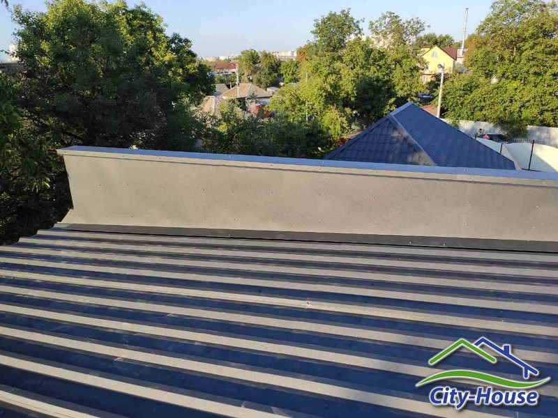 Монтируем покрытие крыши
