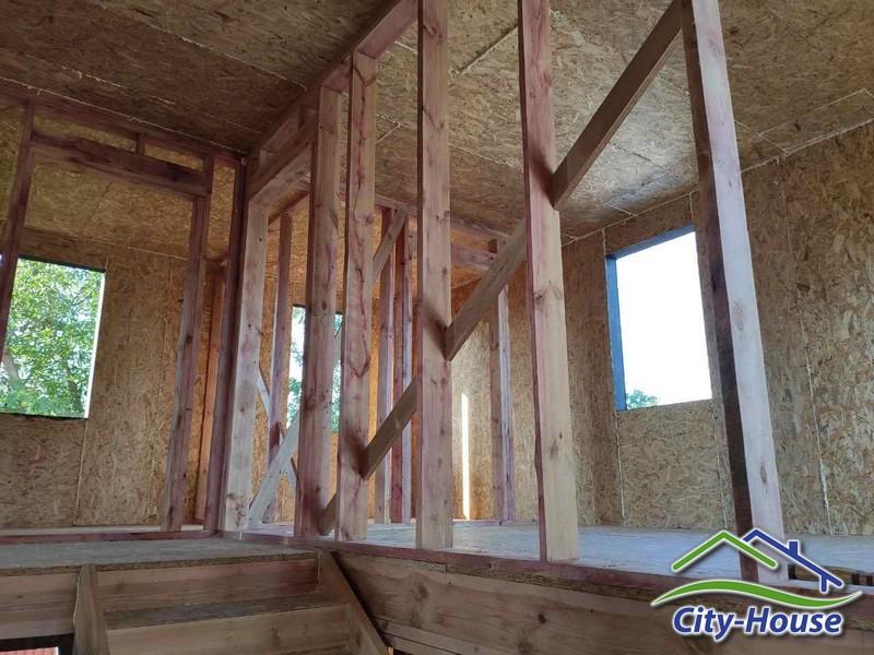 Внешний тепловой контур в доме выполнен из СИП панелей
