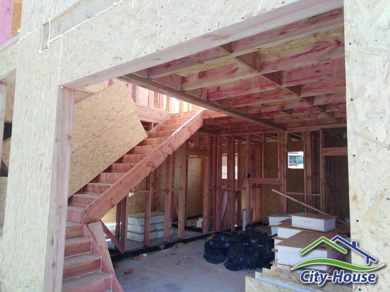 Смонтировали лестницу из СИП панелей